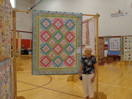 arlene in front of one of her quilts