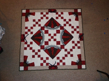 finished fans and bows quilt 2014
