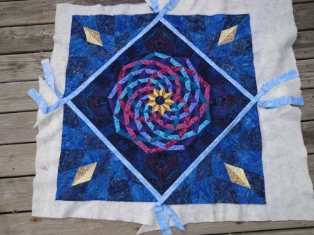 dancing ribbons medallion with corners quilted