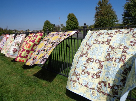 quilts flapping outside quilt show